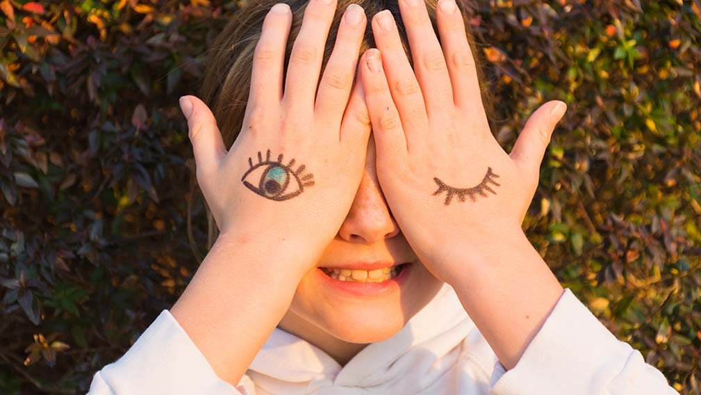 ¿Cuándo se realiza la primera revisión optométrica a los niños?